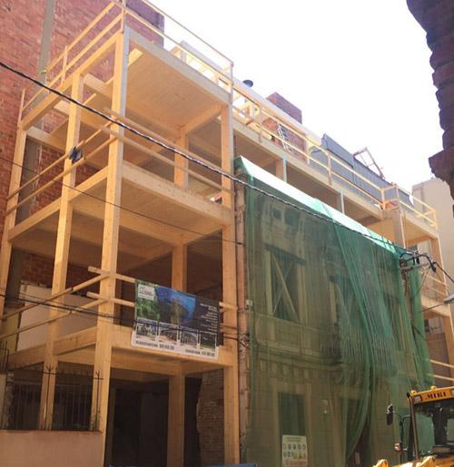 edificio barcelona madera